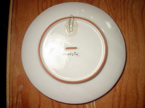 How to make a plate hanger using a paper clip