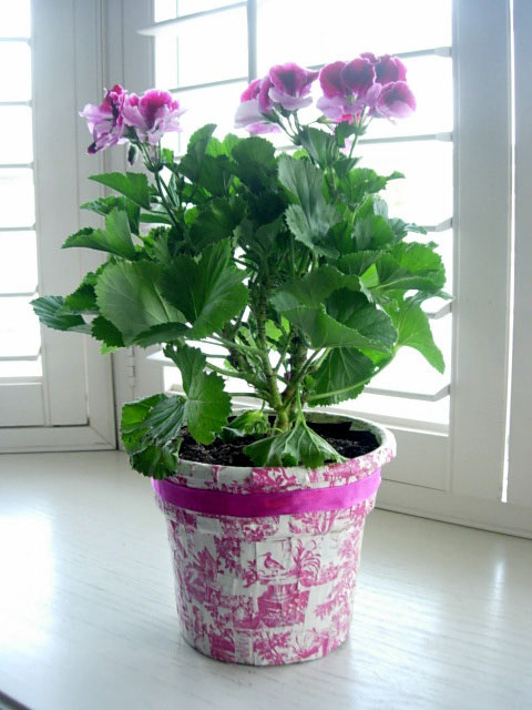 Decoupaged-flower-Pot-2