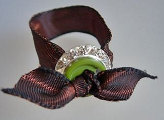 Button and ribbon napkin ring to make