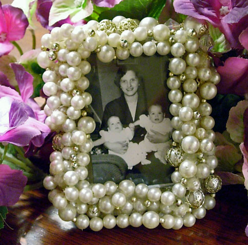 Handmade gift idea vintage bead frame inmyownstyle for Handmade picture frame ideas