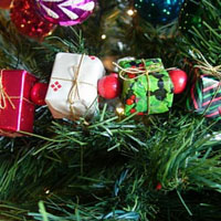 How To Make & Hang Christmas Tree Garland