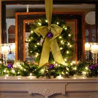 Festive Christmas Mantel Decorating Idea