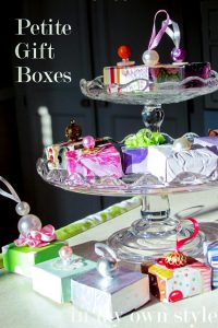 How to make tiny gift boxes using recycled greeting cards