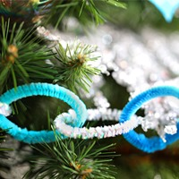 DIY Christmas Decorations: Pipe Cleaner Garland