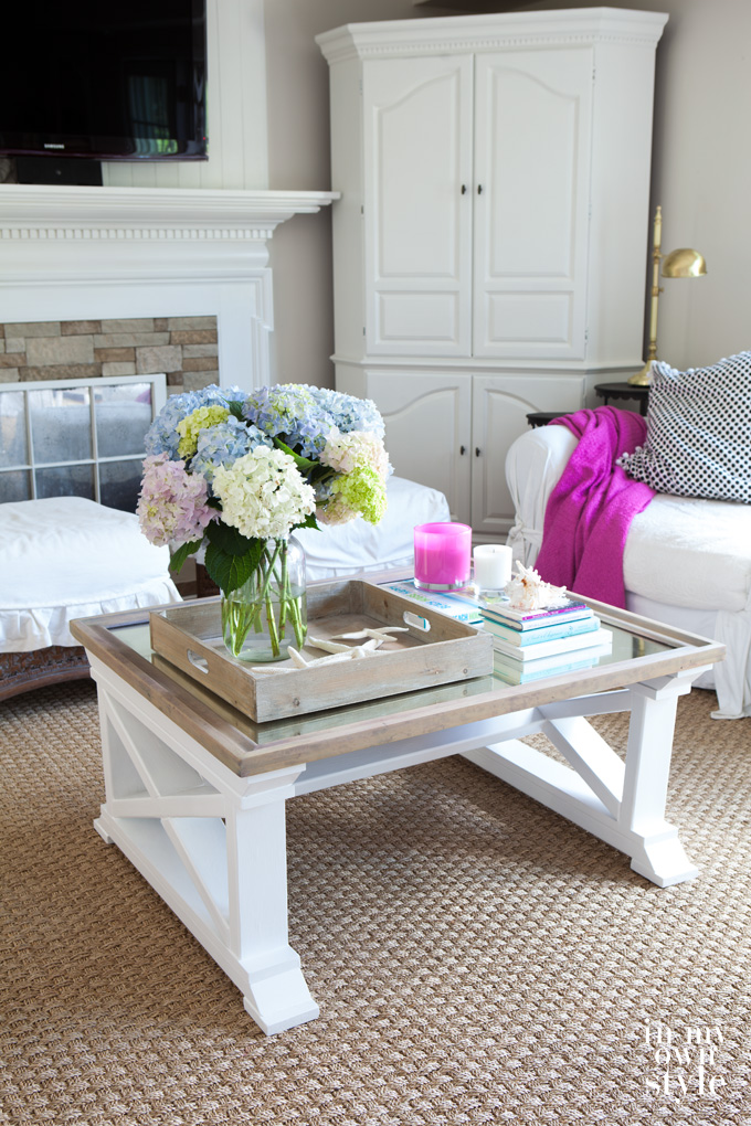 Coastal beachy decorated home. Lots of very affordable DIY projects that you can do !