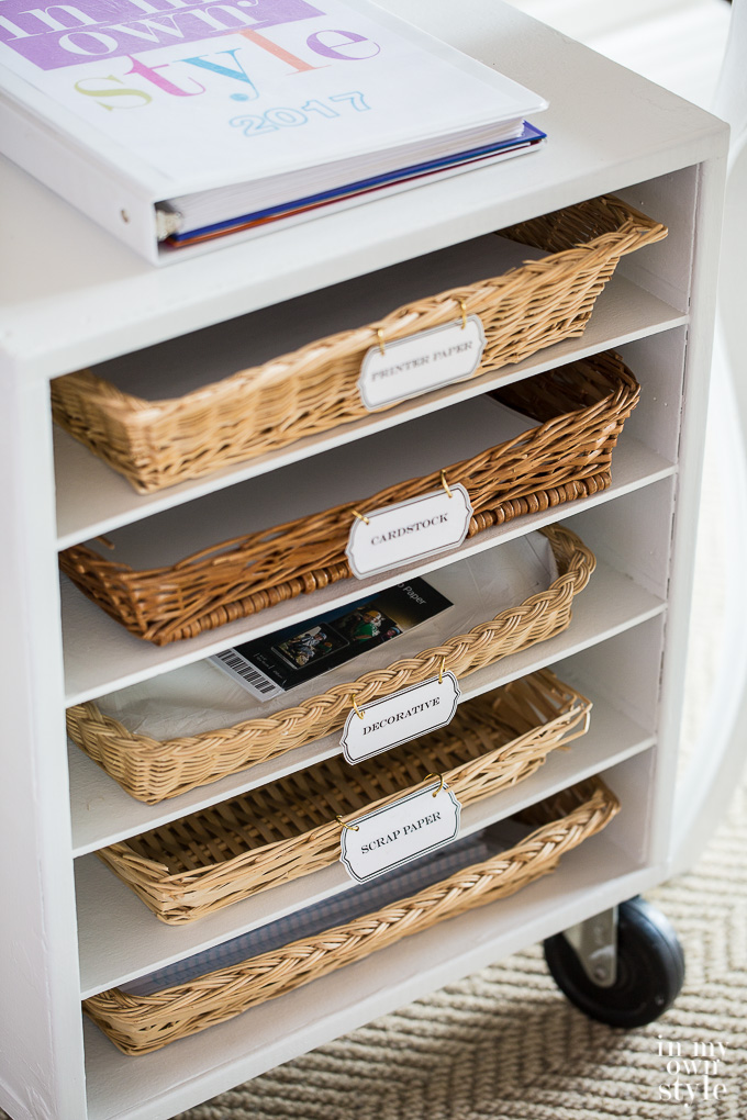 """Idea for storing computer paper in a craft room """"class ="""" wp-image-42029 """"srcset ="""" https://inmyownstyle.com/wp-content/uploads/2017/03/Craft-room-ideas-27.jpg 680w, https://inmyownstyle.com/wp-content/uploads/2017/03/Craft-room-ideas-27-200x300.jpg 200w, https://inmyownstyle.com/wp-content/uploads/2017/03/Craft -room-ideas-27-180x270.jpg 180w """"sizes ="""" (maximum width: 680px) 100vw, 680px"""