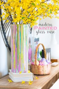 How to paint a glass vase. Easter-and-spring-decorating-ideas-to-make using paint.