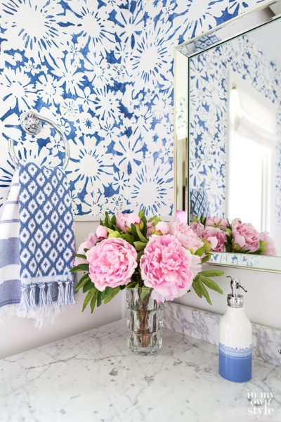 Small bathroom decorating ideas for the DIY home decorator