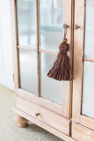 How-to-make-raffia-tassels-for-affordable-fall-decorating