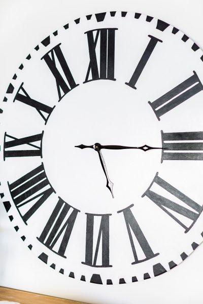 Making a Fixer Upper Oversized Farmhouse Wall Clock