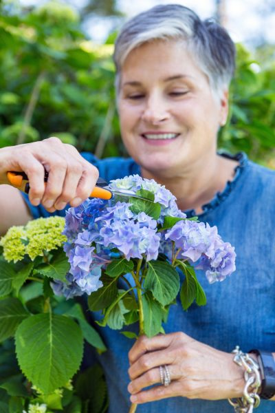 """How to Arrange Flowers Using the """"Simple Method"""""""