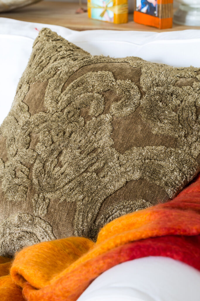 """Pottery Barn Fall Pillow Cover on a Sofa """"class ="""" wp-image-56212 """"srcset ="""" https://inmyownstyle.com/wp-content/uploads/2019/09/Fall-Home-Tour-2019-206-of- 24-683x1024.jpg 683w, https://inmyownstyle.com/wp-content/uploads/2019/09/Fall-Home-Tour-2019-206-of-24-200x300.jpg 200w, https: // inmyownstyle. com / wp-content / uploads / 2019/09 / Fall-Home-Tour-2019-206-of-24-768x1152.jpg 768w, https://inmyownstyle.com/wp-content/uploads/2019/09/ Autumn -Home-Tour-2019-206-from-24-400x600.jpg 400w, https://inmyownstyle.com/wp-content/uploads/2019/09/Fall-Home-Tour-2019-206-of-24. jpg 900w """"sizes ="""" (maximum width: 683px) 100vw, 683px"""