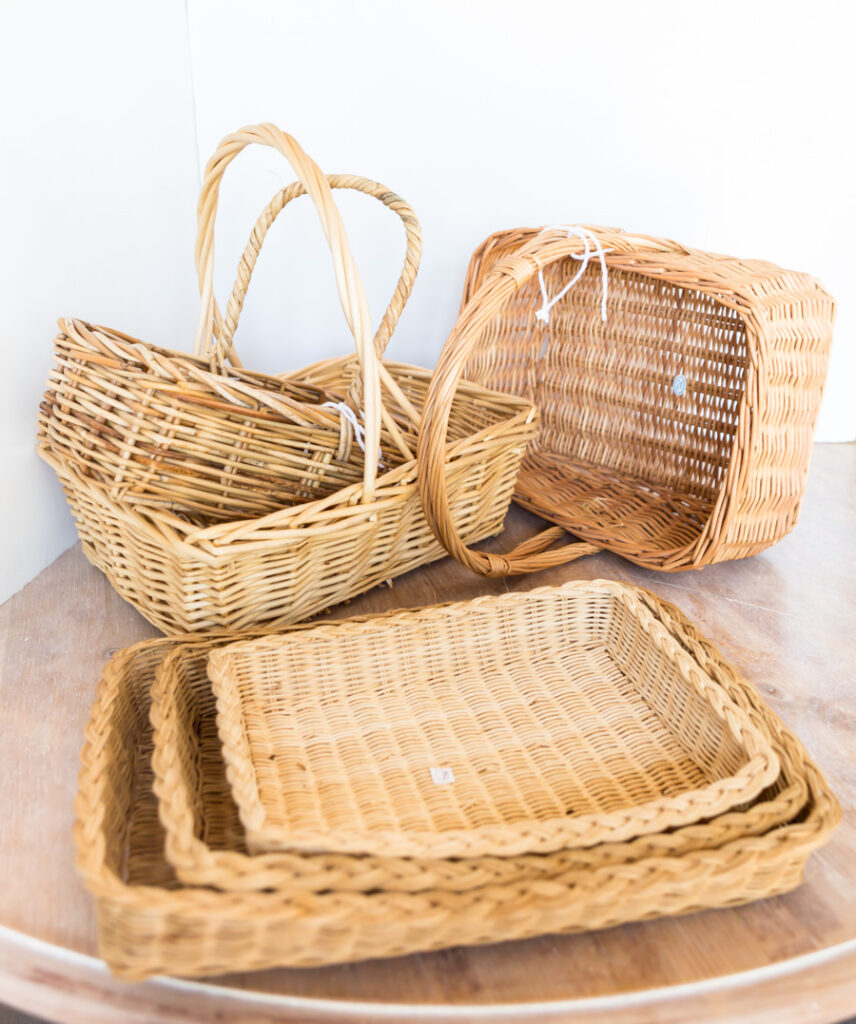 """A variety of baskets in the thrift store. """"class ="""" wp-image-56088 """"srcset ="""" https://inmyownstyle.com/wp-content/uploads/2019/09/Thrift-store-basket-storage-organizers-201-of-19-856x1024.jpg 856w, https://inmyownstyle.com/wp-content/uploads/2019/09/Thrift-store-basket-storage-organizers-201-of-19-251x300.jpg 251w, https://inmyownstyle.com/wp -content / uploads / 2019/09 / Thrift-store-basket-storage-organizers-201-of-19-768x919.jpg 768w, https://inmyownstyle.com/wp-content/uploads/2019/09/Thrift- store-basket-storage-organizers-201-of-19.jpg 900w """"sizes ="""" (maximum width: 856px) 100vw, 856px"""