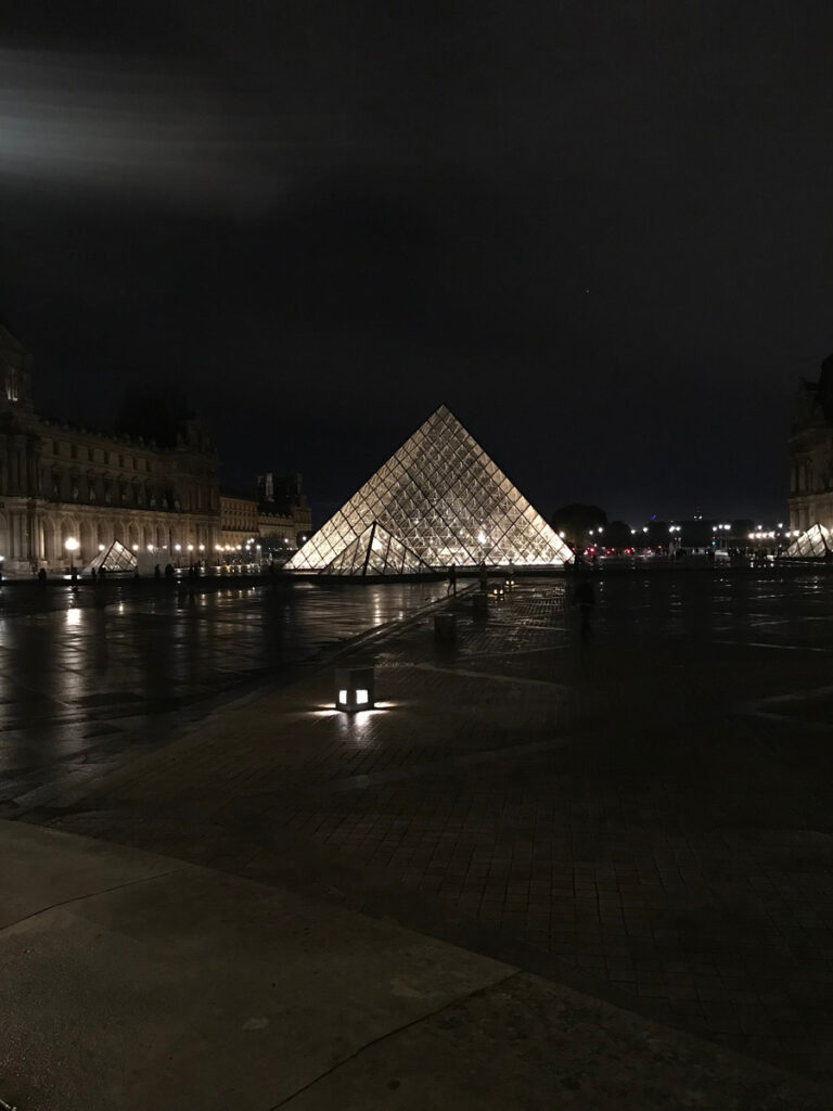 the-glass-pyramid-at-the-Louvre-at-Night